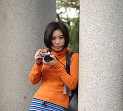Buscando la foto (paterkarras) Tags: madrid girl asian photo reflex chica attractive manual pk h1 retiro fille photographier japanesegirl asiatique asiatica pk2005 atractive atractiva fotografiar girlswithcameras happinessconservancy