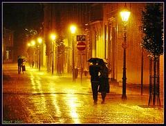 Holland Evening Rain (PeeTNeeT) Tags: light holland love netherlands dutch rain night umbrella canon gold evening nederland thenetherlands g6 top20night schiedam canong6 f50 doek 10000views peetneet abigfave 123nl 123nlregen superbmasterpiece thatscreativity