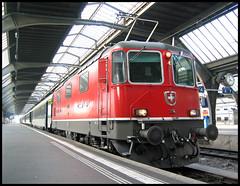 After the journey (roomman) Tags: 2005 switzerland schweiz suisse zurich zrich town city 1114 re re44 44 engine red colours station railway railways train trains schnellzug ffs sbb cff transport express