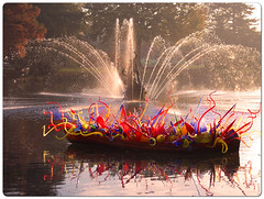 Chihuly Boat at Kew (Robert Silverwood) Tags: light sculpture lake reflection chihuly art water fountain glass colors kew gardens evening boat colours snap