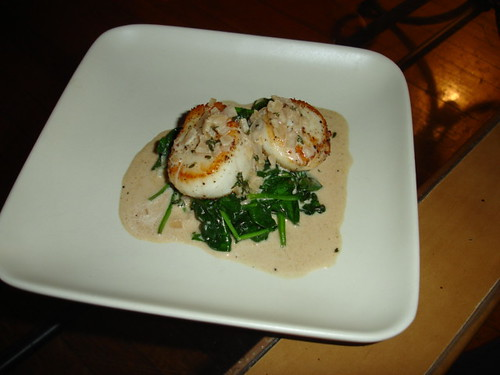 Scallops with apple brandy cream sauce