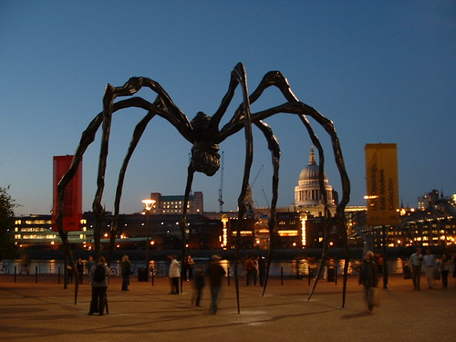 Maman (Mother) by Louise Bourgeois outside Tate Modern at dusk