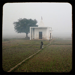 Towards the Akhara (designldg) Tags: india sunrise shanti uttarpradesh  pehlwan