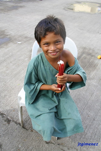 boy vendor candle cebu Pinoy Filipino Pilipino Buhay  people pictures photos life Philippinen  菲律宾  菲律賓  필리핀(공화국) Philippines
