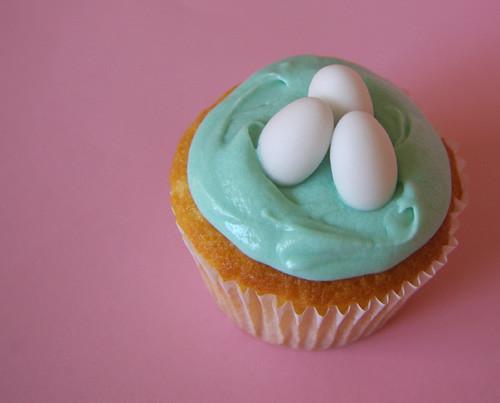 Vanilla Easter Cupcakes by mejika.