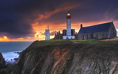 Brittany, France | Sunset On the Lighthouse of the End of The World II HDR | davidgiralphoto.com (David Giral | davidgiralphoto.com) Tags: ocean longexposure sunset sea mer lighthouse david france rural landscape soleil landscapes nikon brittany europe village coucher bretagne villages atlantic breizh pointe d200 29 paysage phare paysages hdr bzh finistre atlantique saintmathieu giral 3xp nikond200 splendiferous pointesaintmathieu 18200mmf3556gvr flickrsbest tthdr abigfave copyrightdgiral davidgiral impressedbeauty diamondclassphotographer francelandscapes bestofr pitorresque pitorresques ruraux wbnawfr