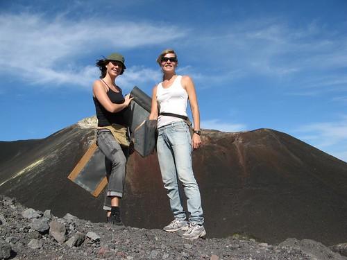Hanna och Linda på Cerro Negro