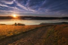 Olarizu (Sergio Nevado) Tags: niebla fog olarizu monte amanecer sunrise sol sun paisaje landscape nature naturaleza alava araba pais vasco euskadi camino road cielo sky nubes clouds