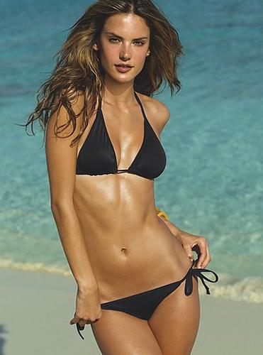 Alessandra Ambrosio+String bikini
