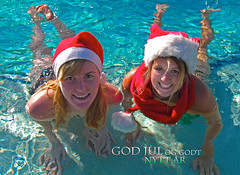 Christmas Card (Erik K Veland) Tags: santa christmas xmas friends portrait sun beach water pool swimming swim advertising postcard tan smiles hats fluffy floating sunny australia babes jul santahat nyttr christmascard goldcoast nisser untraditional nisselue