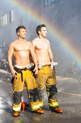 Revista Zero (Pastor Imagineria) Tags: gay boys water portraits canon 350d rainbow agua retrato bomberos firedepartment firefighters