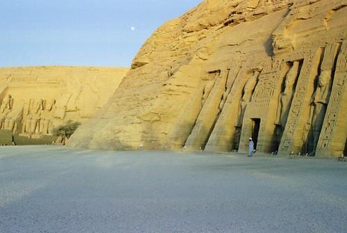 1998 154 Abu Simbel, di.8.9.98 por Hans Ollermann.