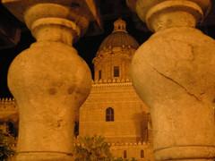 di nascosto... (Rossana Arcoleo) Tags: nikon palermo rossana notturno cattedrale particolare arcoleo rossana02 rossanaarcoleo