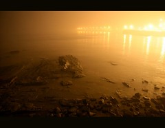 The fog (Libertinus) Tags: fog night lafotodelasemana gold noche sigma montevideo niebla dorado rambla 30d riodelaplata ciudadvieja sigmadc1770 lomejordefuy2307 lfs062007 3omasvotosfuy2307