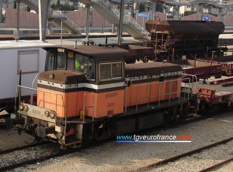Un locotracteur Y8400 en pleine activité en gare d'Aubagne