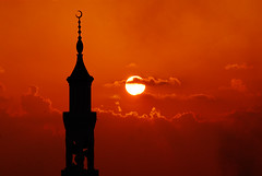 Arabian night (muha...) Tags: orange male nikon bravo mosque aerial mezquita maldives naturesfinest littleclear arabiannight nikonstunninggallery abigfave superaplus aplusphoto goldenphotographer wowiekazowie muhaphotos top20orange