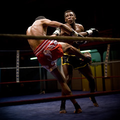 Kick Boxing (Cyril.Drouot) Tags: paris france sport de photo fight action kick box picture lick ko 09 boxing combat 2009 cyril reportage bowing championnat drouot arbitre reporte