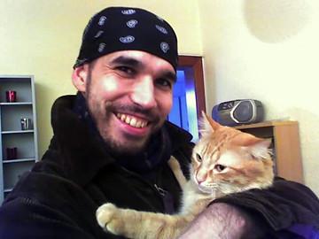 Foto de de J.Álvarez con su gatito Ranma