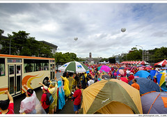 camping in front of Presidential Office, 2006/9/11 am 10:00:48 (*dans) Tags: camping rally protest taiwan 2006 taipei  presidentialoffice   depose deposechen anticorruptionanddeposechen    kaitakelan onemillionpeopleagainstcorruption