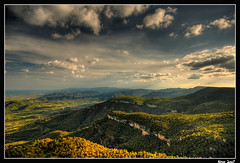 Baix Camp from La Mussara (Aitor Escauriaza) Tags: mountain clouds d50 landscape nikon hdr reus baixcamp sigma1020 specland musara lamusara abigfav aitorescauriaza flickrdiamond