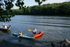 Dan trudges ashore while Roger keeps taking photos (ct_kayak) Tags: kayak kleinert liquori lakelillinonah lillinonah