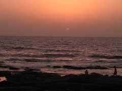 Setting Sun At Worli Sea Face (Swami Stream) Tags: city sunset india clouds evening capital casio bombay western maha