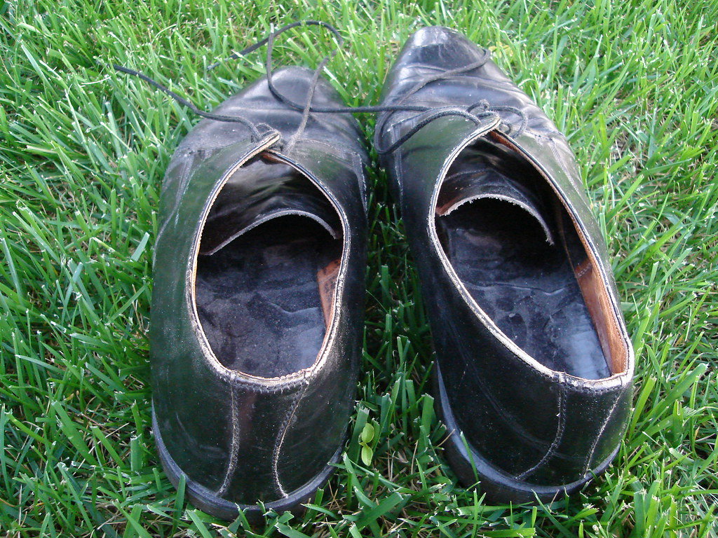 6d03e649c8cd dsc00090.jpg (mlinksva) Tags  grass backyard shoes craigslist worn  docmaartens