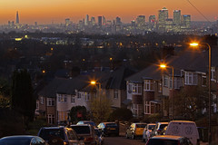 Se mi sdraiassi qui / If I lay here (London skyline from Shooter's Hill, London, United Kingdom) (AndreaPucci) Tags: andreapucci canoneos60 shootershill london uk greenwich skyline canarywharf cityoflondon towerbridge theshard thegherkin sunset