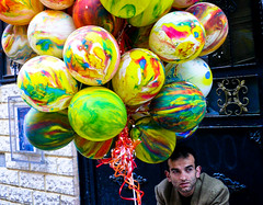 * (petit1ze) Tags: balloons istanbul İstanbul salesman balonlar balloonman satıcı 1on1peoplephotooftheday baloncu 1on1peoplephotoofthedayapril2007