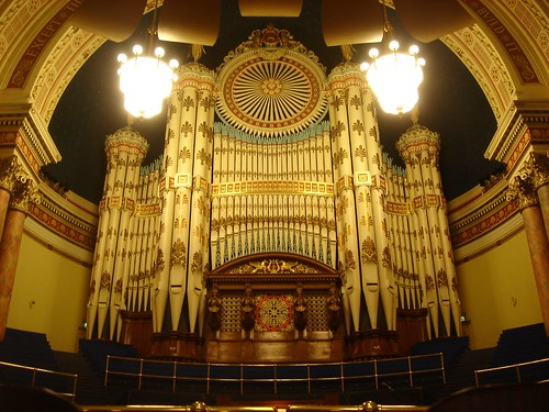 Leeds Town Hall, Organ