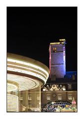 La tour et le manège (Rémi Marchand) Tags: tour philippe le bon palais des ducs de bourgogne dijon nuit côtedor manège mouvement filé pose longue canon 5d mark iii paysage urbain cityscape