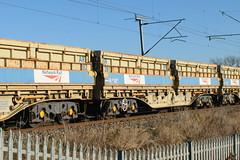 501281 Kingsthorpe 041216 (Dan86401) Tags: 501281 501 mra mrac sidetipping bogie open ballast wagon thrall freight nr networkrail engineers departmental infrastructure wilsonscrossing kingsthorpe northampton wcml 6r06