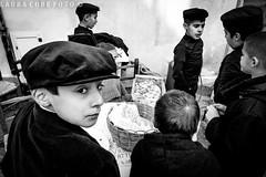 piccoli venditori di castagne (Lau.cube) Tags: cortesapertas fonni tradizioni barbagia bn biancoenero bambini street