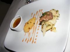 1. Gang Regional : Apfel-Leber Crème Brûlée mit gebratener Entenleber und Pastinake