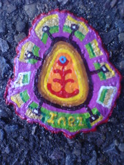 Ben's chewing gum art - DSC00741 (rahid1) Tags: road street streetart macro london gum gold graffiti pavement chewinggum graff haringey muswell muswellhill chewinggumman benschewinggumart benwilson