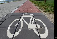 NL/Traffic/BicycleSign (oopsfotos.nl) Tags: street red white holland netherlands bicycle tile grey traffic thenetherlands tiles r1 dike vreeswijk oop nieuwegein streetwise bicyclelane voorhavendijk dikeroad