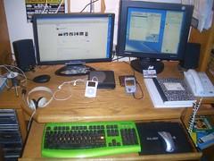 computer desk edublogoffices (Photo: Glenn E. Malone on Flickr)
