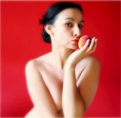 la nia y el melocotn (sole) Tags: red portrait woman girl beautiful look topv2222 fruit colours topv1111 topv999 peach topv5555 spanish stunning topv777 brunette topv9999 topv3333 topv4444 topv666 topf200 topv888 topv8888 topv6666 topv7777 topf175 topf225