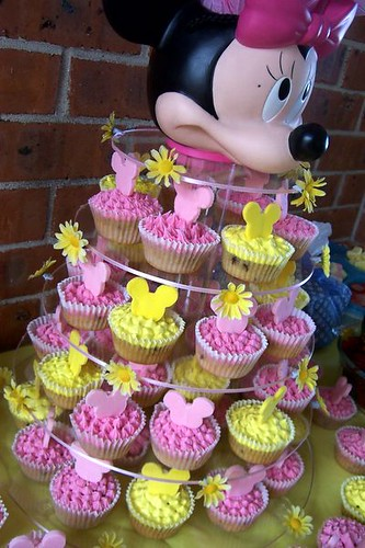 minnie mouse cupcakes birthday ideas childrens party first birthday baby shower bridal shower ideas tomkat hostessmostess celebbaby thepartydress  http://www.frostedevents.com