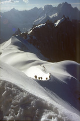 arete Aiguille du Midi - Aiguille du Plan (Ron Layters) Tags: travel summer snow france mountains alps nature geotagged interestingness flickr slide explore climbing alpine transparency chamonix montblanc aiguilledumidi alpinism arete geo:lat=45883556 geo:lon=6881218 ronlayters aiguilleduplan slidefilmthenscanned midiplanarete massifdumontblanc superbmasterpiece highestpositioninexplore6onfridayseptember72007