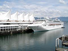 Cruise ship (quinet) Tags: cruise ship vancouver convention centre sun princess
