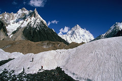 Velvia50-18 (Kelly Cheng) Tags: pakistan mountain glacier velvia concordia k2 marbalpeak trekday8concordia elevation60006500m mountainshimalaya summitk2 altitude8611m elevation85009000m summitmarbalpeak altitude6256m pickbykc lphiking