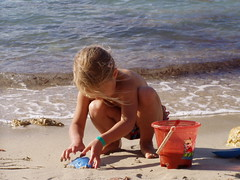 Playing - the second! (Iveta) Tags: vacation beach water girl strand children sand wasser child playa kind ibiza mdchen iveta byiveta