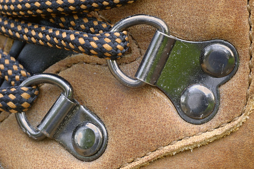 hikingboot drings steel thread laces checkered chequered shoelace shoe leather tan hitec rivet rivets stitching upper macro 90mm nikon d70 2005