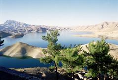 Kurdistan Iraq (Chris Kutschera) Tags: lake water montagne dam iraq lac paysage arbre barrage kurdistan irak moyenorient