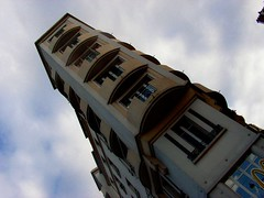 maison (Giulia_) Tags: france nordfrance ledefrance oct05 maison fentre macdonald perret banlieue levallois hauteur alljc