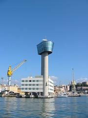 Genova, la torre dei piloti del porto - by Andrea Beggi