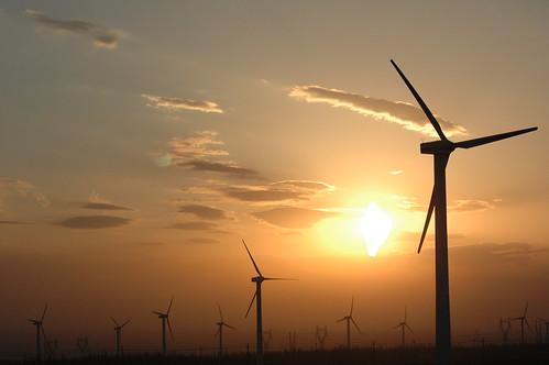 フリー画像| 人工風景| 建造物/建築物| 風車| 風力発電| 夕日/夕焼け/夕暮れ| 中国風景|     フリー素材|