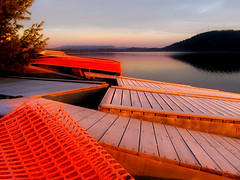 Expectation* (Imapix) Tags: voyage travel sunset red lake canada art nature docks sunrise canon boats photography soleil photo bravo colorful foto photographie natural image quebec qubec favourites favs coucherdesoleil reddish imapix topfavpix 1500v40f gatangbourque gatanbourque copyright2006gatanbourqueallrightsreserved gaetanbourque pix50 pix100 imapixphotography gatanbourquephotography