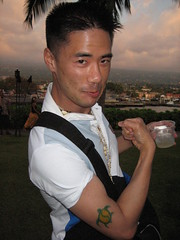 beno w/ a luau tatoo (benoburdy) Tags: 2005 tattoo island hawaii big king married arm turtle kamehameha christian luau hawaiian christianity flex breeze biceps kaela kona bicep beno hwang  21stcentury 2005 keno      200510 21